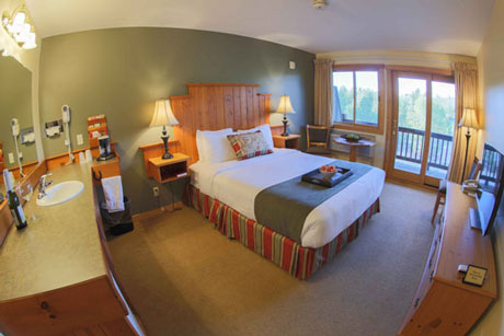 Single Queen Riverview room at Hotel Rio Vista
